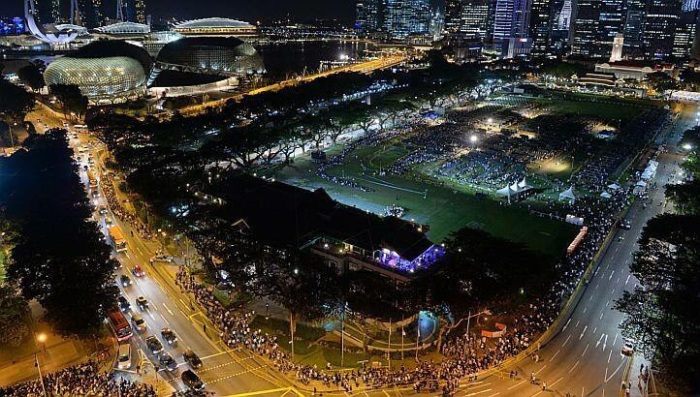 singapore lee kuan yew crowds tribute